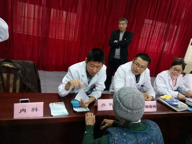 民革太仓市委一支部开展冬季义诊活动