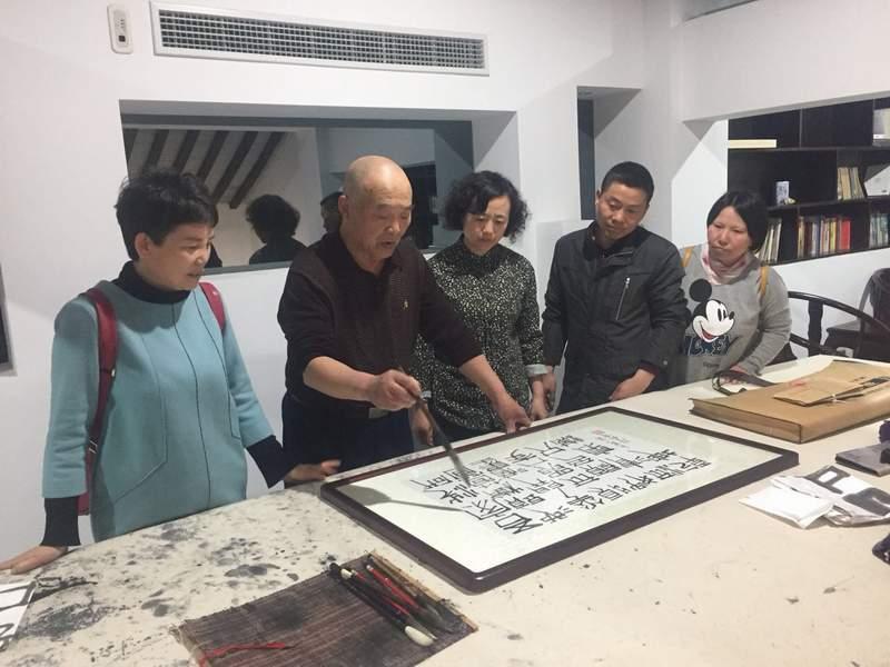 民革健雄学院支部走访党员王诗森书法工作室