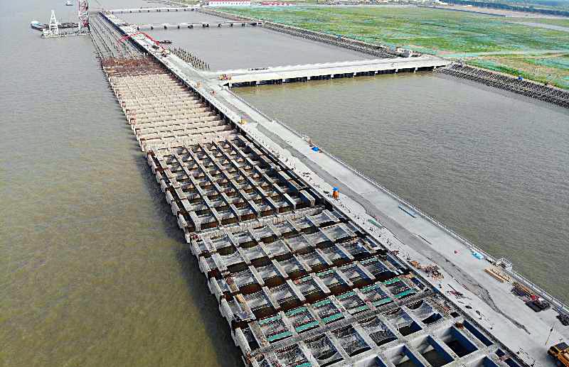 太仓港区1292米集装箱码头工程施工进展顺利