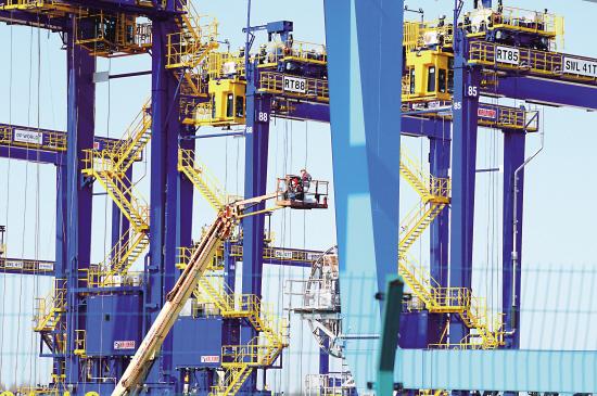 太仓港口机械设备出口订单回稳