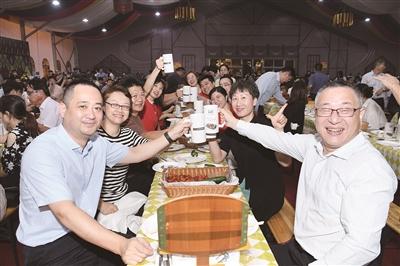 """2021""""夜太美""""暨第十六届太仓啤酒节开幕式举行营造更浓厚德式生活场景"""